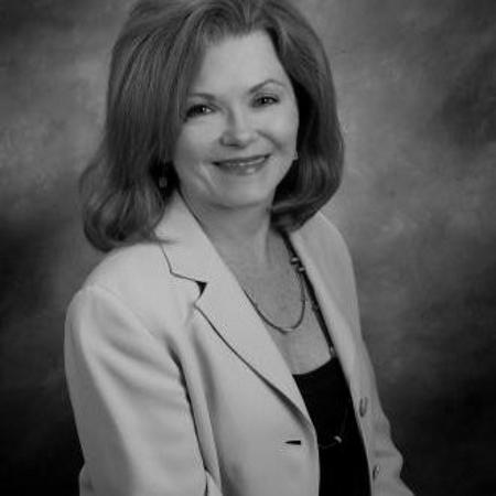 headshot of Carolyn Campbell