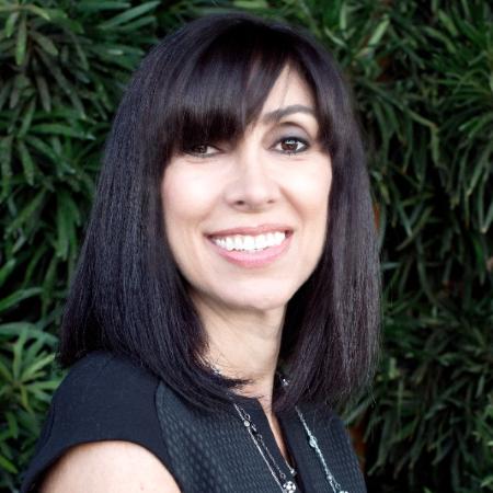 headshot of Roxanne Tashjian