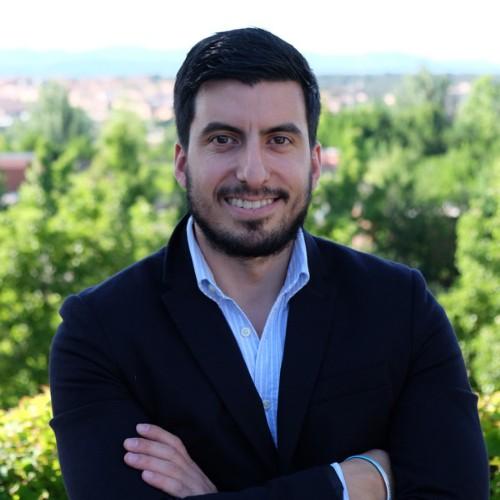 headshot of Diego Calascibetta